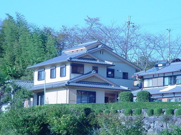 高断熱、省エネ住宅 大黒柱、欄間は再利用し次の世代に引き継ぎました。(平成20年10月竣工)