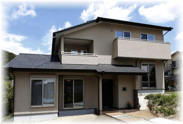 敷地1.4mの高低差を最大限利用した2階4層の2世帯住宅(平成24年8月竣工)