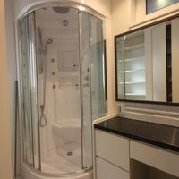 2階洗面室と輸入物のユニットシャワールーム