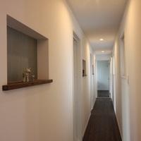 プライベートルームの廊下は癒しの空間、廊下を利用したギャラリーコーナーです。