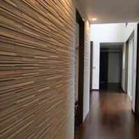 リビングダイニングより和室、水廻りえへ続く廊下、壁面ボーダータイル貼り
