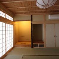 本間8帖の和室・天然天井板の竿縁天井