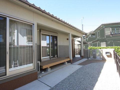 奈良「大きな丸太梁の平屋建の家」サムネイル